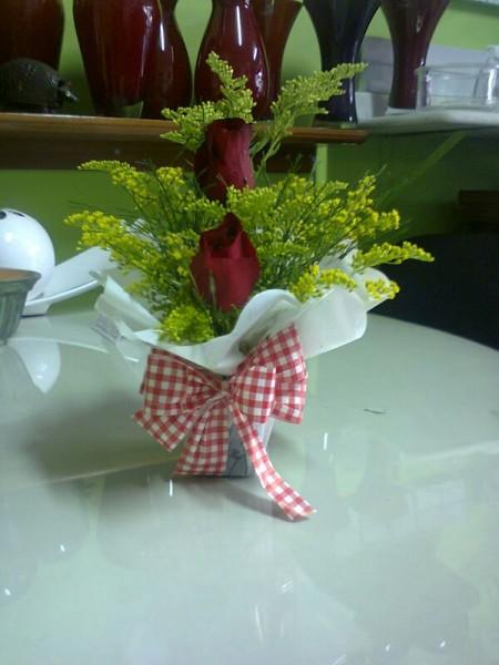 Arranjo floral duas rosas