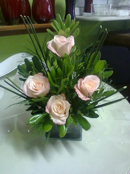 Arranjo floral quatro rosas