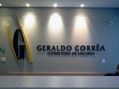 Logomarca em Acrílico Preto e Amarelo - Foto 1