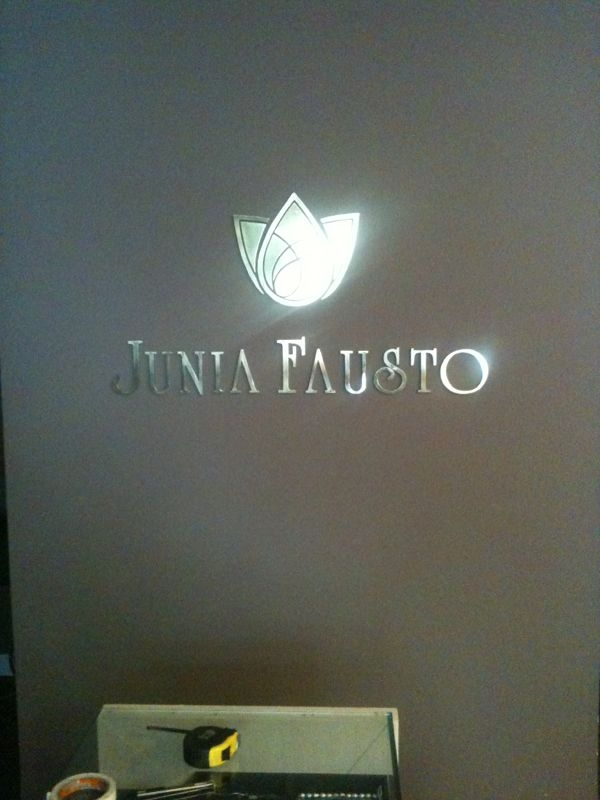 Logomarca Prata em PVC/Face Inox - Foto 1