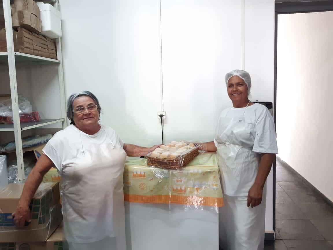 Equipe que prepara as refeições dos pacientes