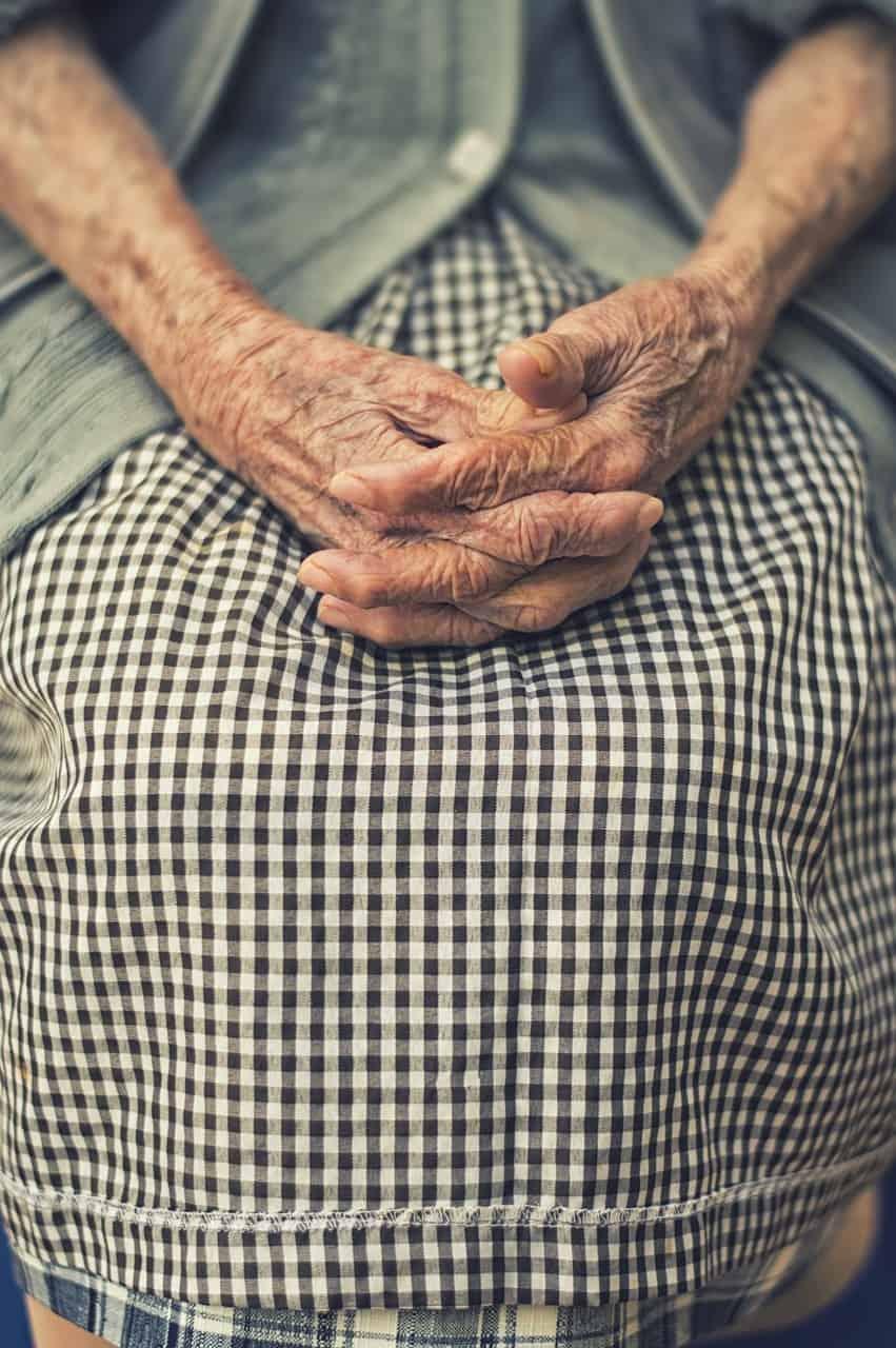6 cuidados que você deve ter com suas mãos para retardar o envelhecimento delas.