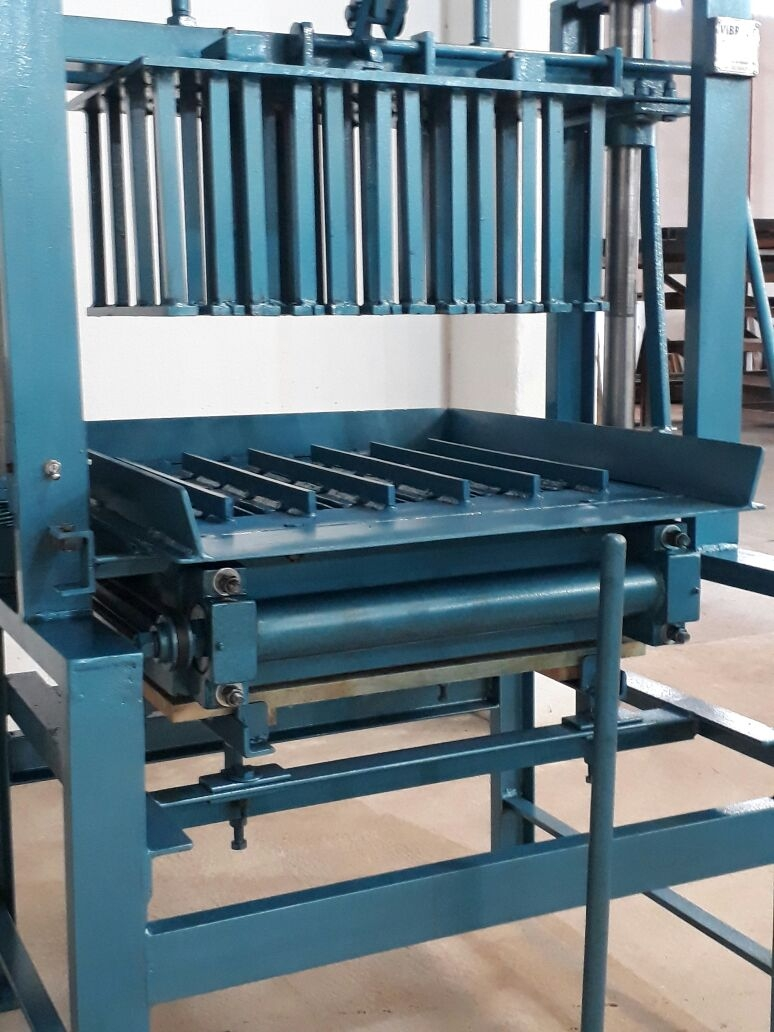 Máquina para Fabricação de Blocos V3000 - Foto 1