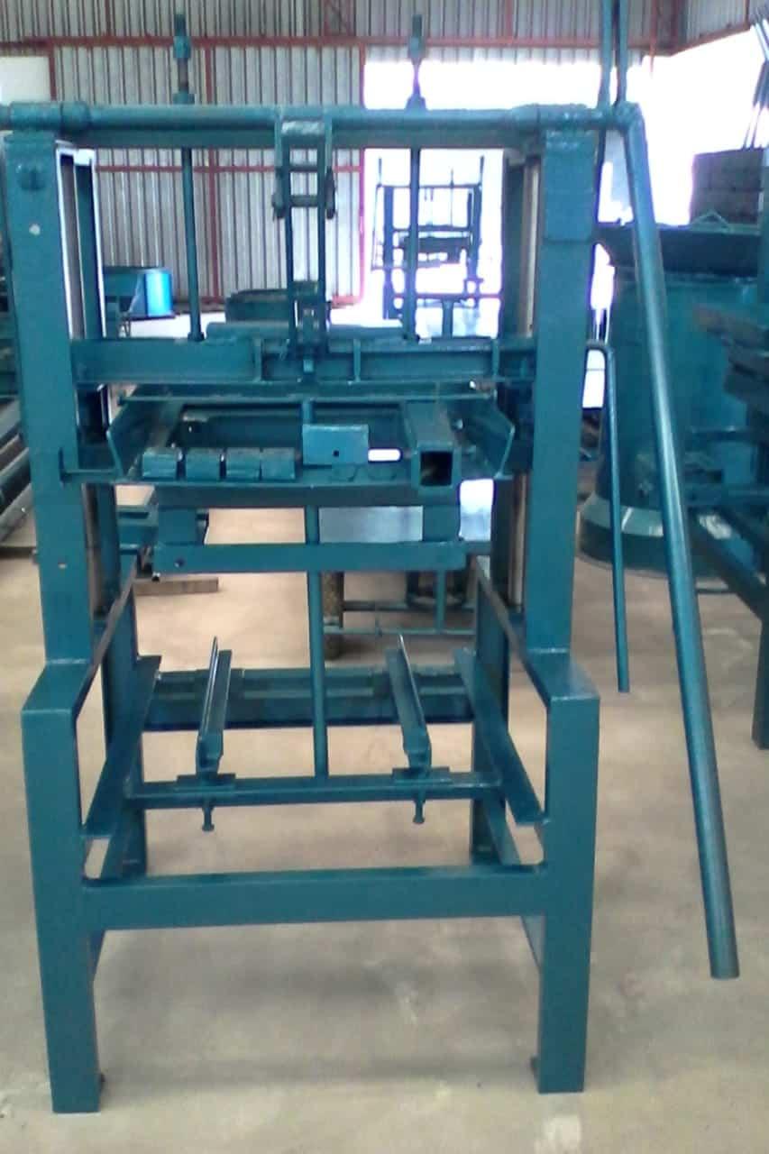 Máquina para Fabricação de Blocos V2000 - Foto 1