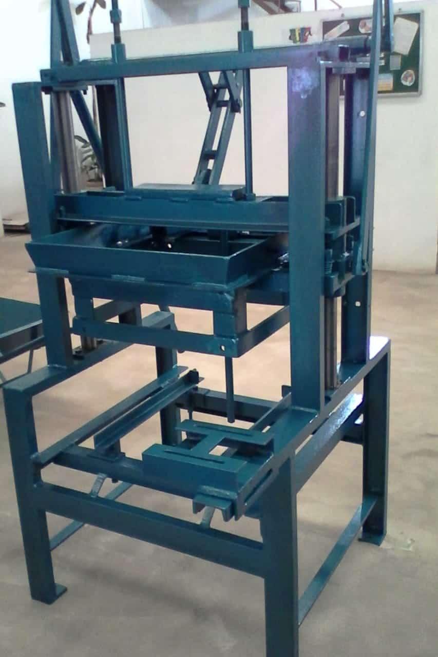 Máquina para Fabricação de Blocos V2000 - Foto 2