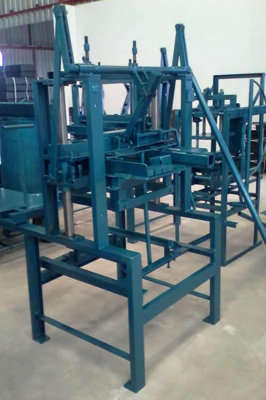 Máquina para Fabricação de Blocos V2000 - Foto 3