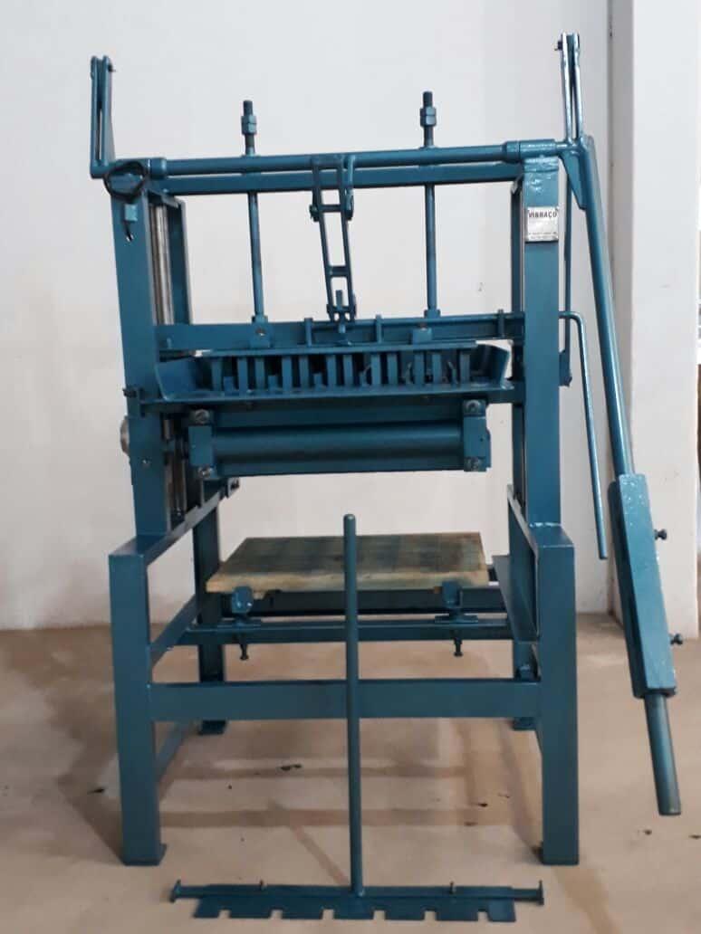 Máquina para Fabricação de Blocos V3000 - Foto 4