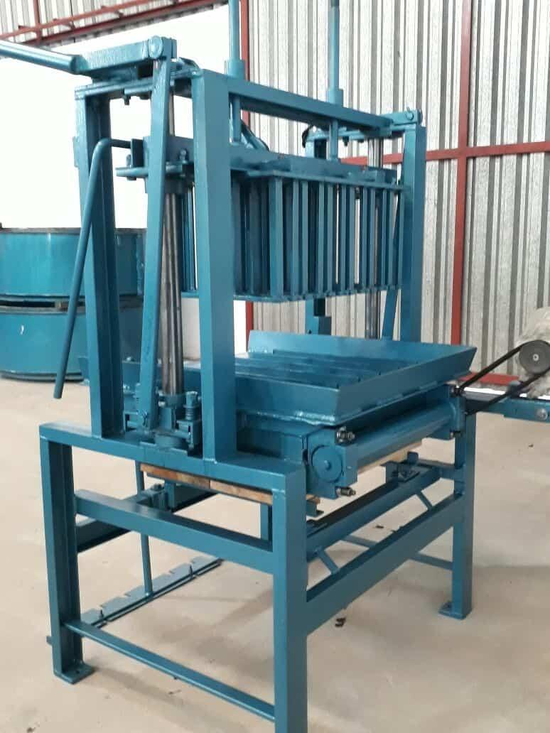 Máquina para Fabricação de Blocos V3000 - Foto 5