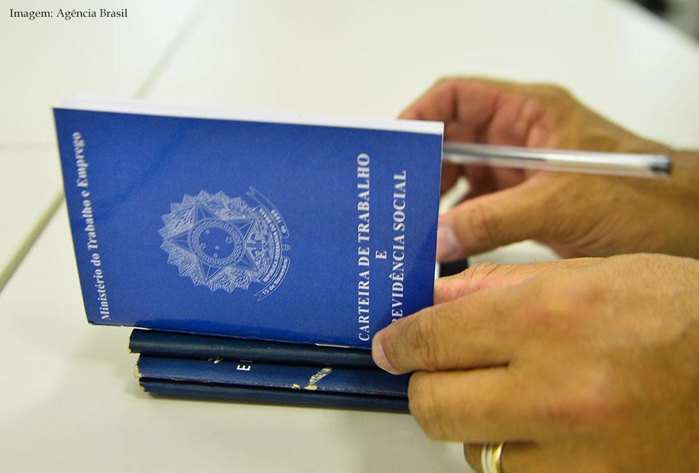 Imagem da notícia Brasil tem menor número de trabalhadores com carteira assinada desde 2012