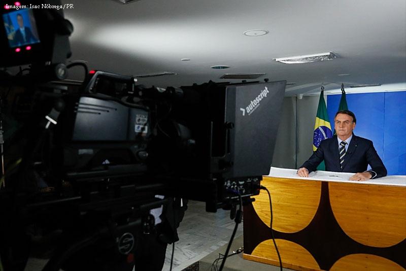 Imagem da notícia Mentiras e inconsistências no pronunciamento de Jair Bolsonaro sobre coronavírus