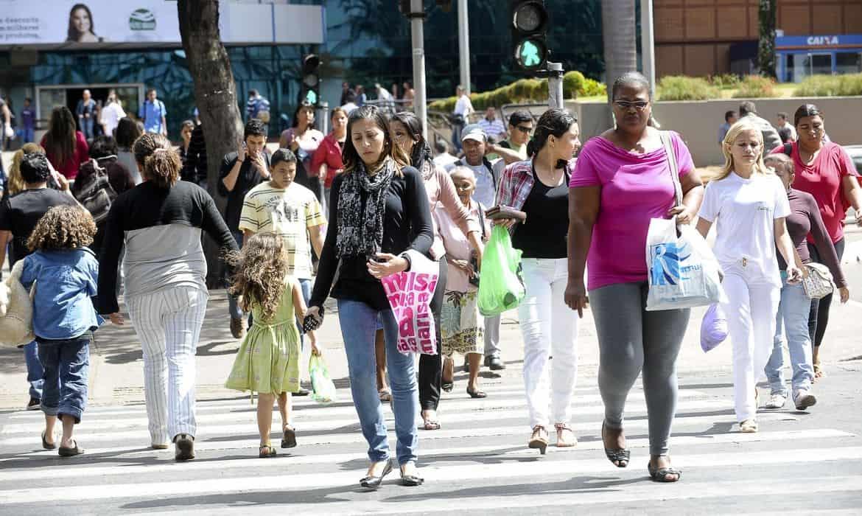 Imagem da notícia Perda da renda mensal já atingiu 40% dos brasileiros
