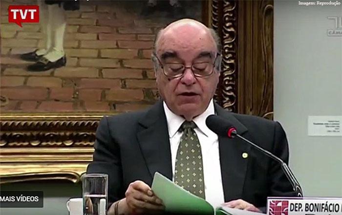 Imagem da notícia Relator de denúncias isenta Temer e é acusado de negociar cargo em estatal