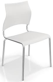 Cadeira cromada, encosto branco