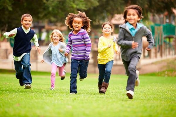 Brincar ao ar livre aumenta anticorpos e a alegria.