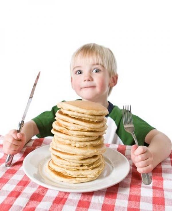 Minha criança come muito. O que fazer?