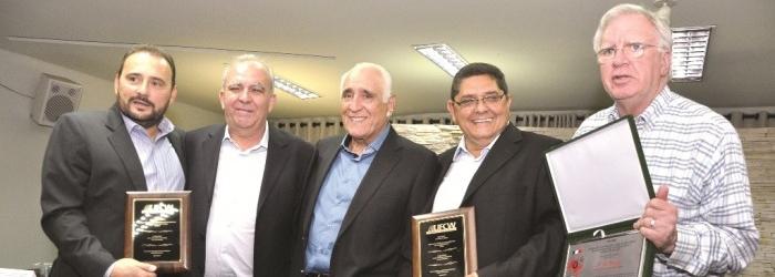 Central sindical norte-americana UFCW homenageia Pa�oca e Carl�o em Barretos