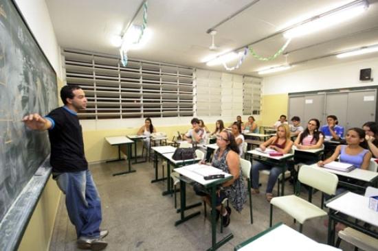 Quase-15-dos-jovens-da-OCDE-nao-estudam-nem-trabalham-mostra-estudo-20161005104424.jpg