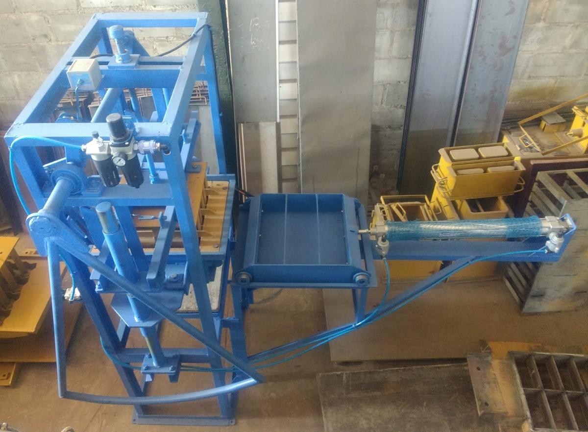 Máquina para Blocos e pavimentação P1 Semi Pneumática