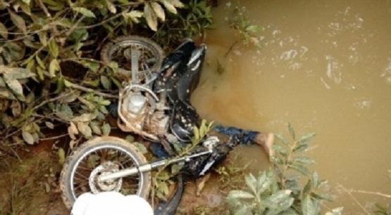 motociclista-morre-ao-perder-controle-e-